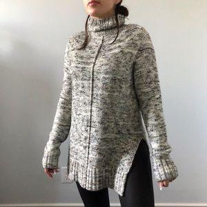 ANTHROPOLOGIE - John and Jenn Cozy Turtleneck Sweater